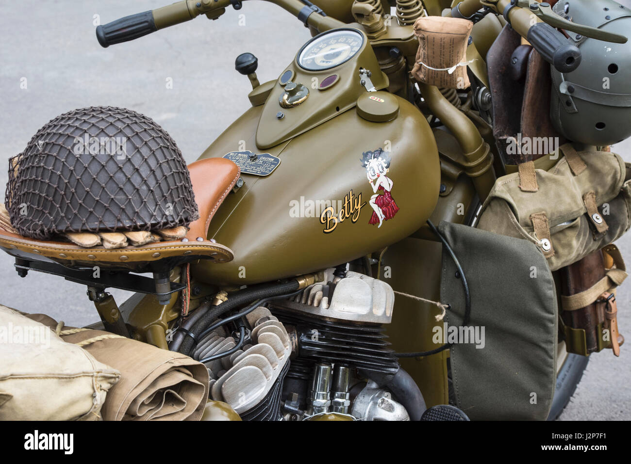 Harley Davidson Prototypes Wwii together with Classic Army Motorcycle moreover Donne E Motori 174 moreover Watch besides 221461719762. on harley davidson army motorcycle