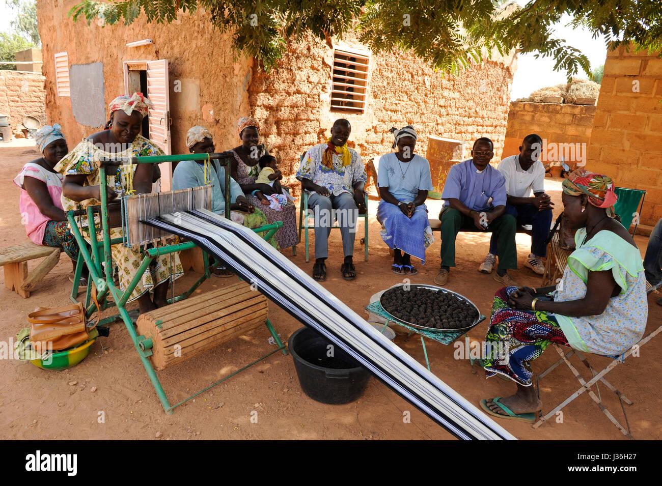 African Weaving Loom Stock Photos & African Weaving Loom ...