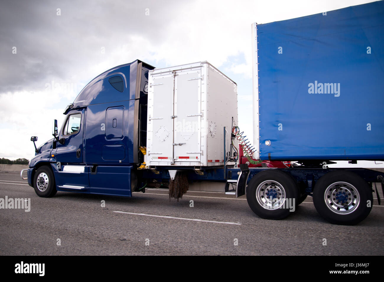 semi truck trailer van box stock photos u0026 semi truck trailer van