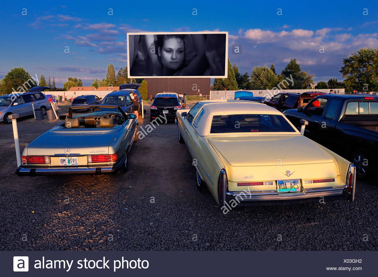 Parking car cinema stock photos parking car cinema stock for Motor vu drive in dallas oregon