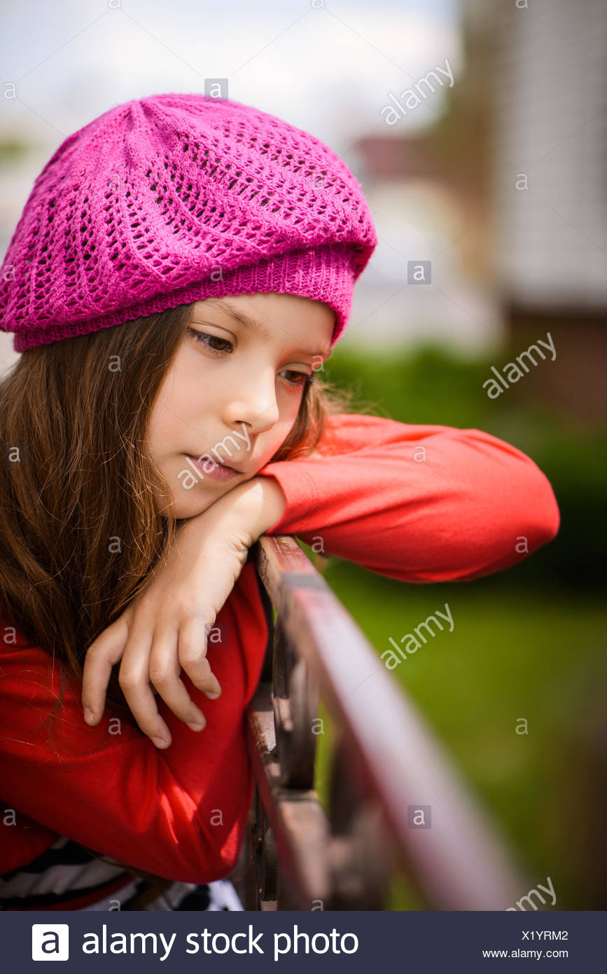 0886b41d4f1 little girl in red beret Stock Photo  276591842 - Alamy