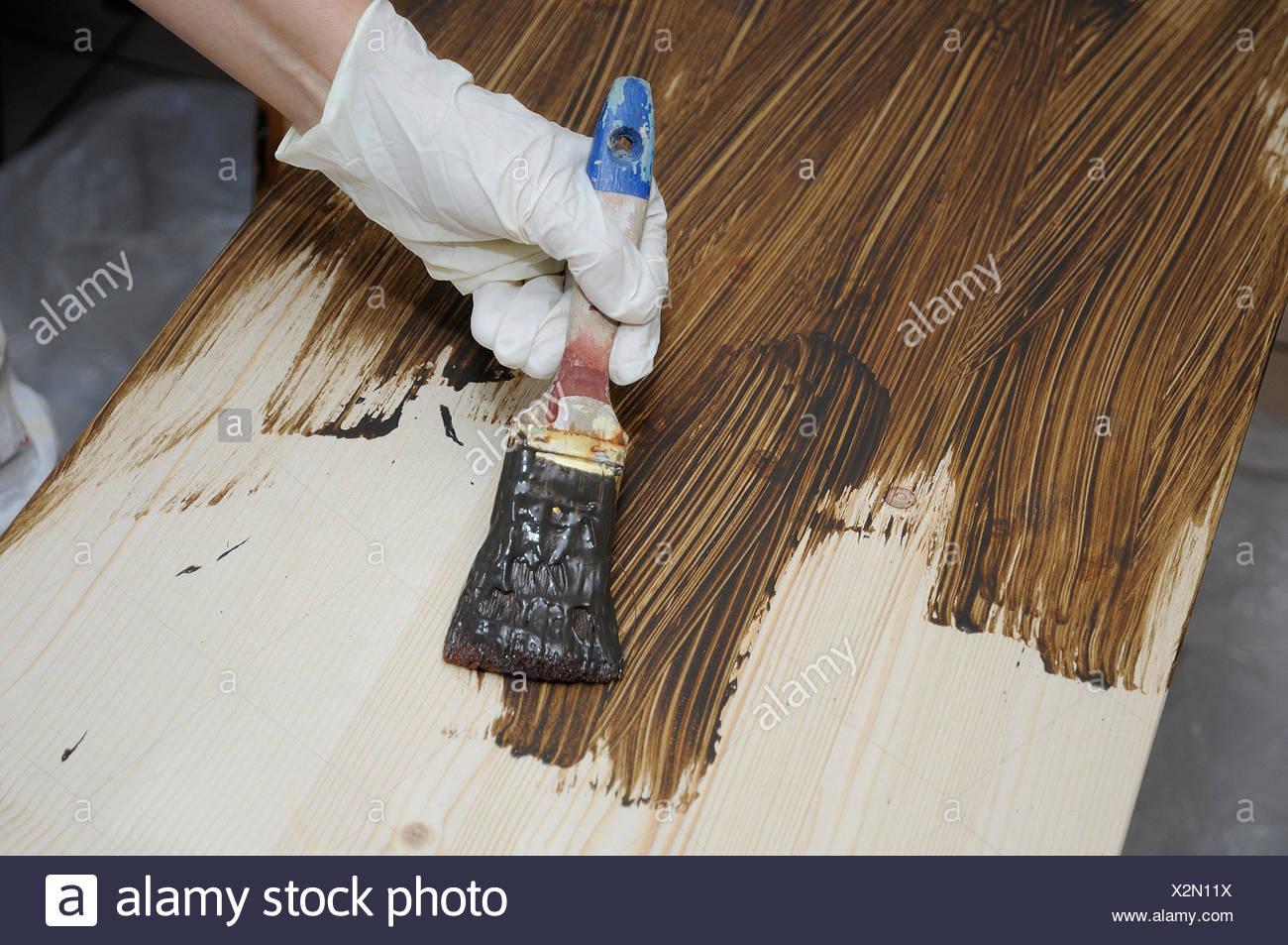 Lackiertes Holz Streichen lackiertes holz beizen mit holzpaste sie die und mgliche macken im