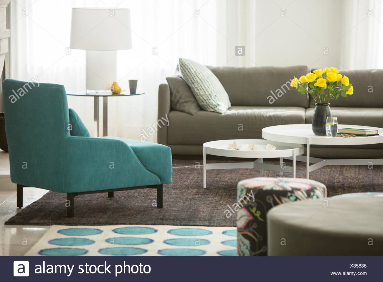 Home Showcase Living Room With Rose Bouquet