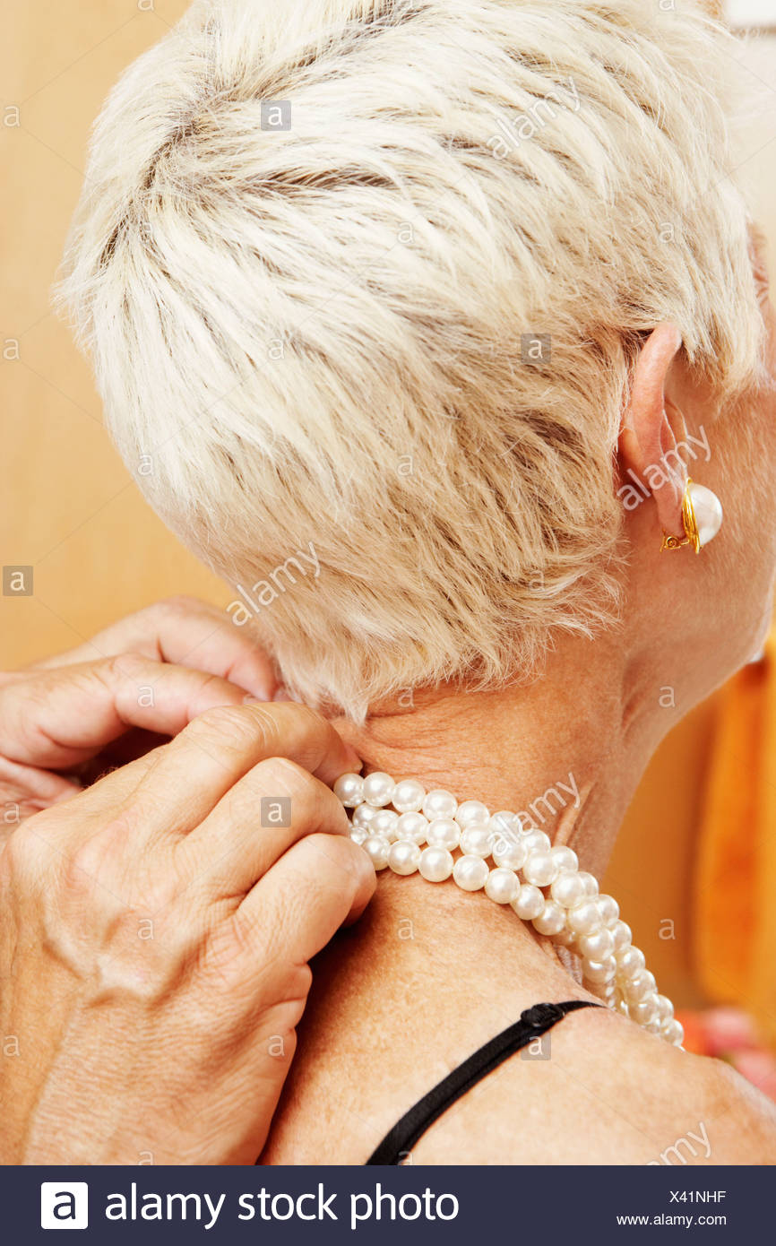 Mature gets a pearl necklace
