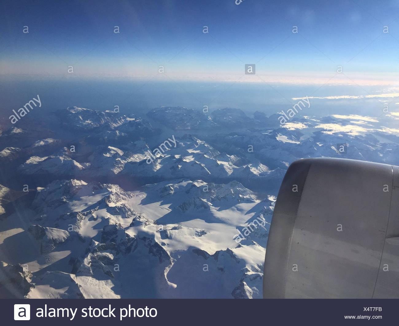 Blick aus dem Flugzeugfenster über Grönland Stock Photo: 278357279 ...