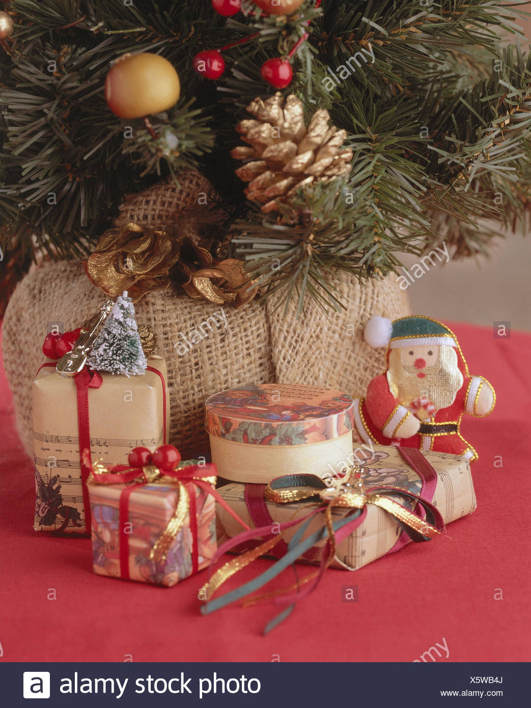 christmas tree presents detail nostalgia nostalgically christmas tree decorated christmas tree decorations christmas jewellery in an old fashioned
