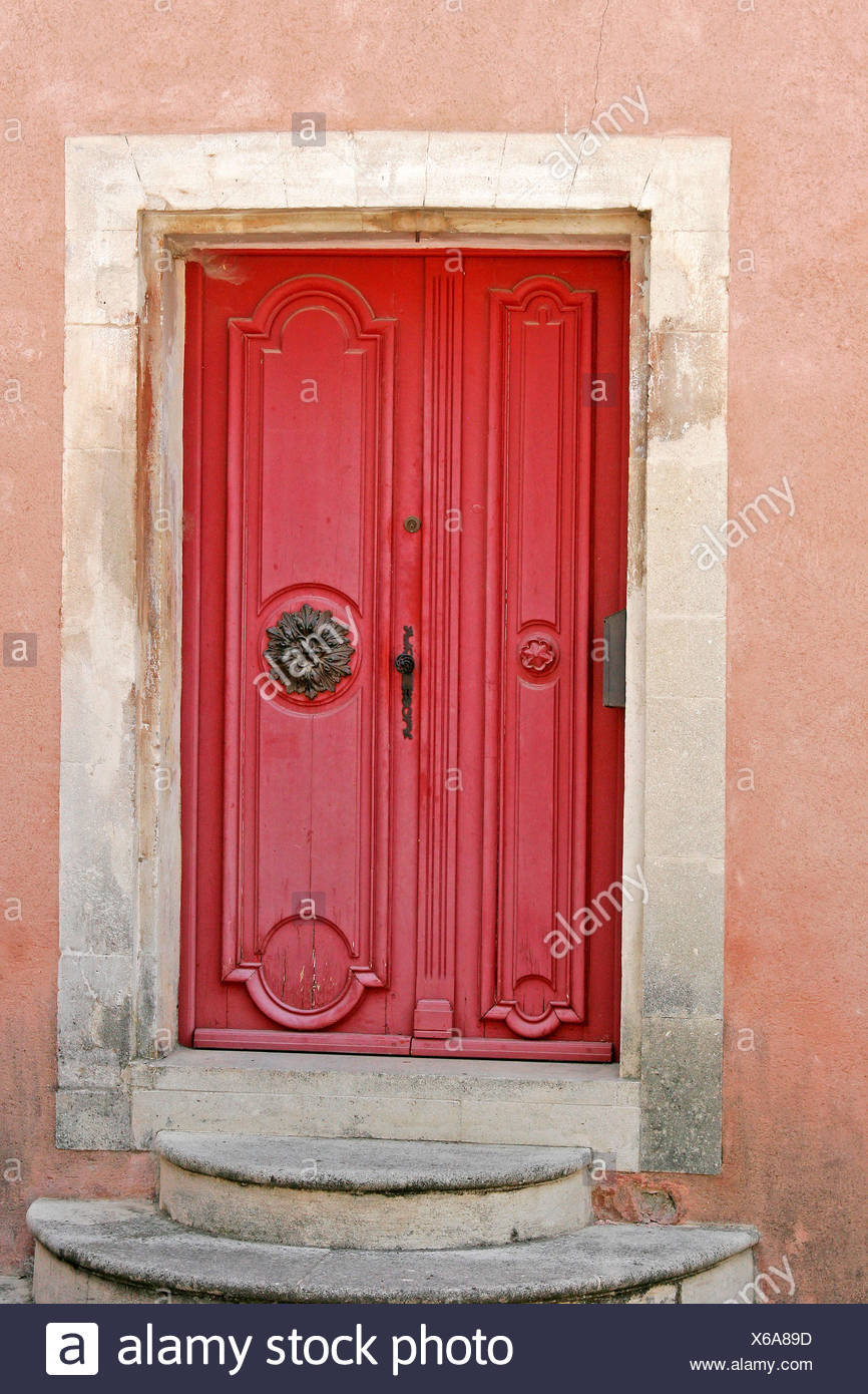 stairs entrance door france doors Southern France Provence ruddiness red goult - Stock Image & Goult France Stock Photos \u0026 Goult France Stock Images - Alamy