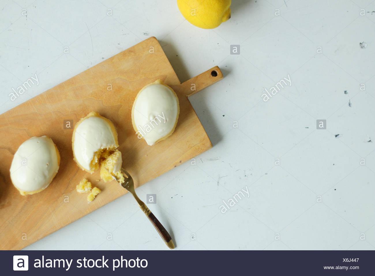 Yellow Or White Cake And Fresh Lemons