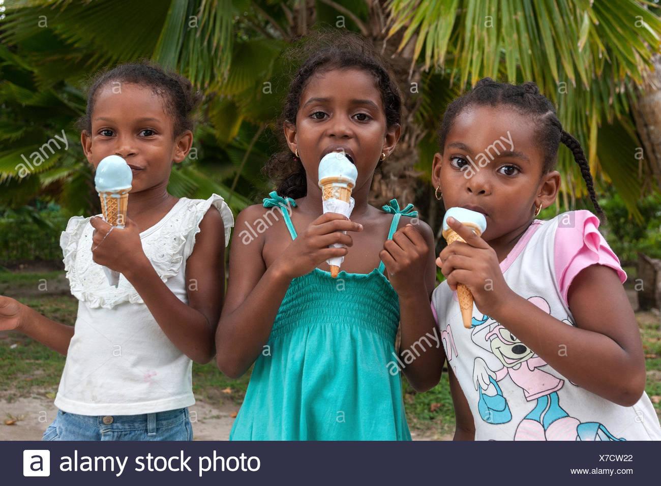 Seychelles girls