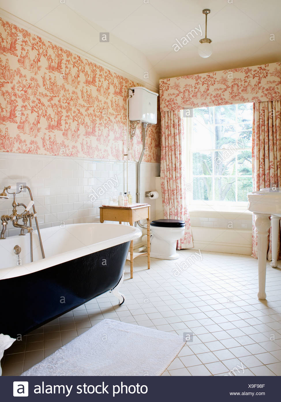Pink Toile-de-Jouy curtains and matching wallpaper in country ...