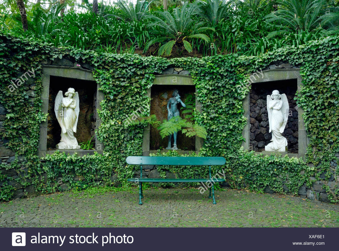 Superbe STATUES IN ALCOVES MONTE PALACE TROPICAL GARDEN MADEIRA