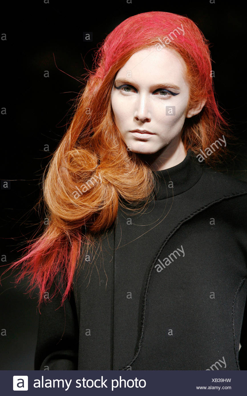 Yohji Yamamoto Paris Ready to Wear Autumn Winter Birds nest hair Redhead  model with red highlights in her hair