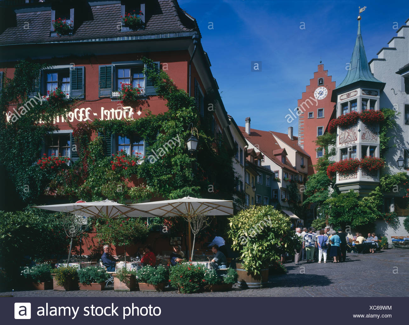 Tourists at outdoor cafe, Meersburg, Lake Constance, Baden ...