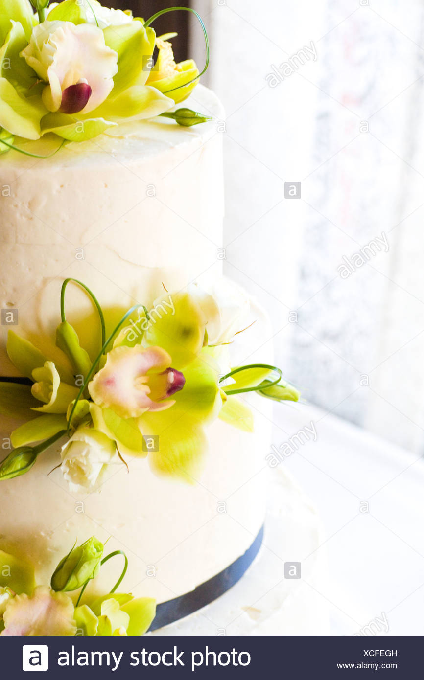 Orchid Wedding cake Stock Photo: 283082481 - Alamy