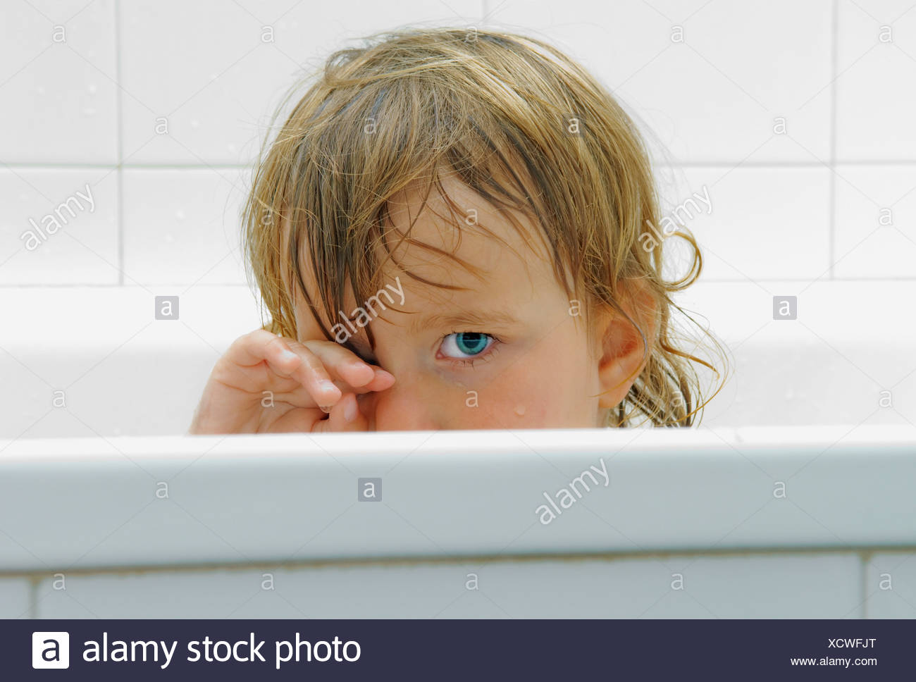 Child In Bath Tub Stock Photo: 283302848 - Alamy