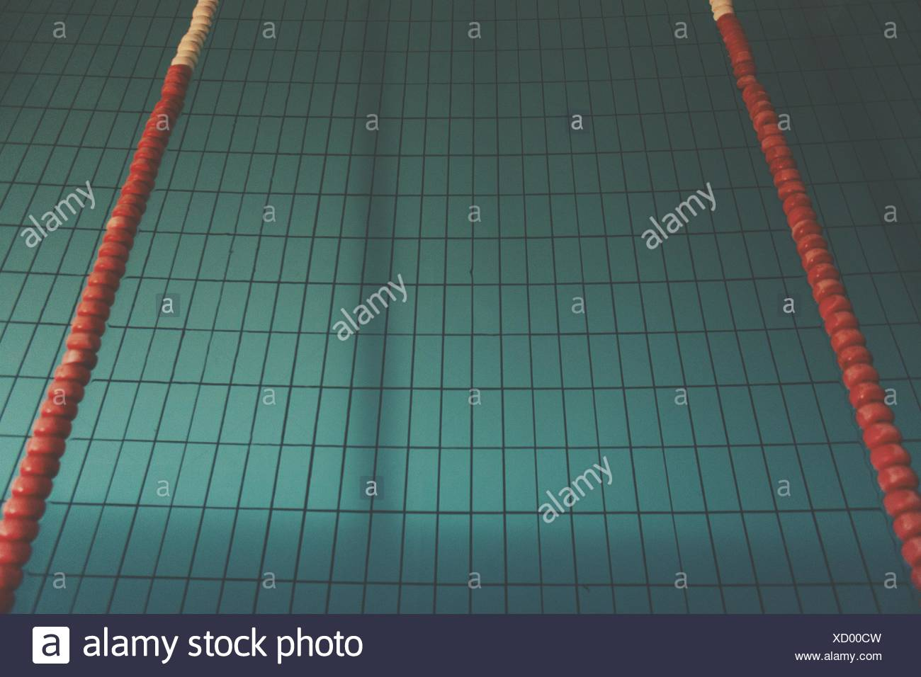 Tiled Bottom Of Swimming Pool Stock Photo: 283356777 - Alamy