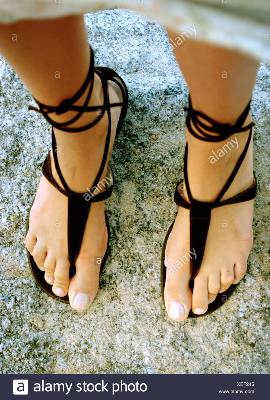 Women toenails flops feet in Black flip