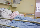 elderly-patient-in-her-nineties-diagnose