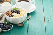 granola-bowl-with-yogurt-and-banana-fjk1