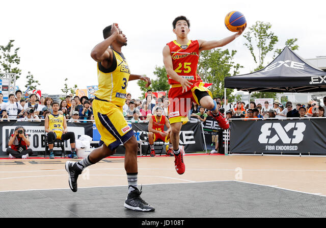 Tokyo, Japan. 17th June, 2017. (L-R) Kyle Richardson (BREX.EXE), Konosuke Tanaka (ALBORADA) Basketball : 33 PREMIER.EXE - Stock Image