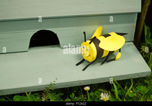 how to make a bee hive entrance