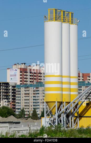 Mini Cement Plant : Mixing concrete stock photos