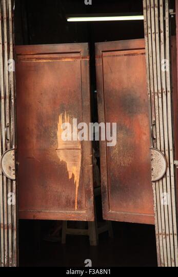 swing doors to a bar - Stock Image & Saloon Bar Doors Stock Photos u0026 Saloon Bar Doors Stock Images - Alamy pezcame.com