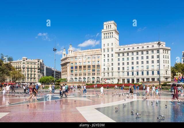 Barcelona Catalunya barcelona Plaça de Catalunya Placa de catalunya busy central square in the centre of Barcelona - Stock Image