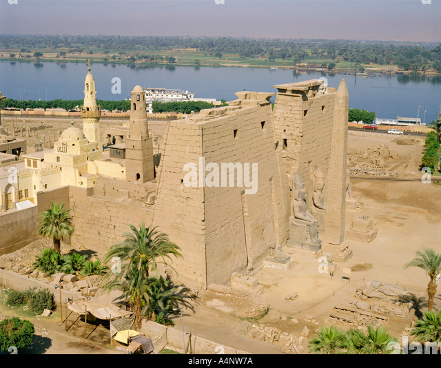 karnak muslim Her racy photoshoot comes after she was arrested for posing naked in the temple complex of karnak near the egyptian city of luxor the western wall or wailing wall is an ancient limestone.