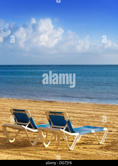 Chaise lounges stock photos chaise lounges stock images for Beach chaise longue