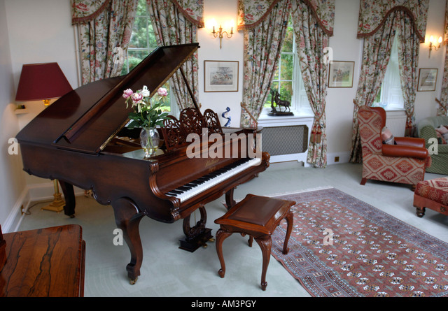 AN ANTIQUE BLUTHNER GRAND PIANO IN A LIVING ROOM UK   Stock Image Part 57