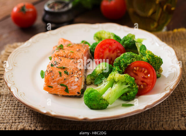 Grilled salmon broccoli stock photos grilled salmon for Fish and broccoli diet