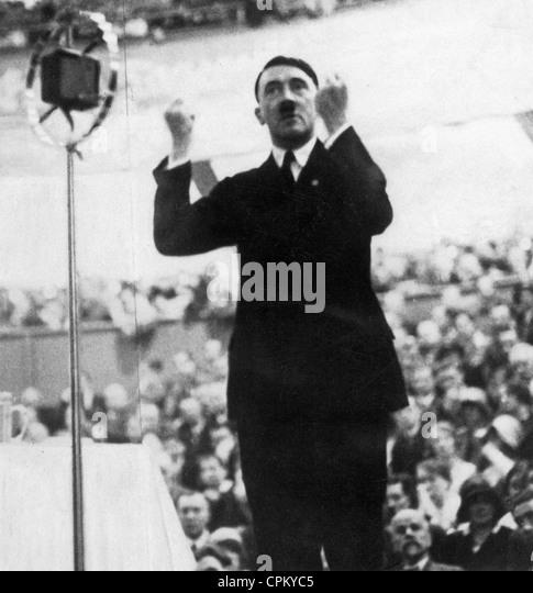 hitler speech style