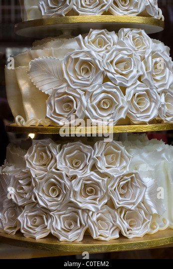 Cake Shop Window Stock Photos Cake Shop Window Stock Images Alamy - Selfridges Wedding Cakes