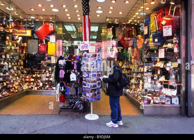 Times Square Souvenir Shop Stock Photos & Times Square Souvenir ...
