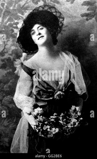 scott fitzgerald dressed up as a chorus girl 1915 united states gg2be6 a scott stock photos & a scott stock images alamy Wire Harness Assembly at n-0.co