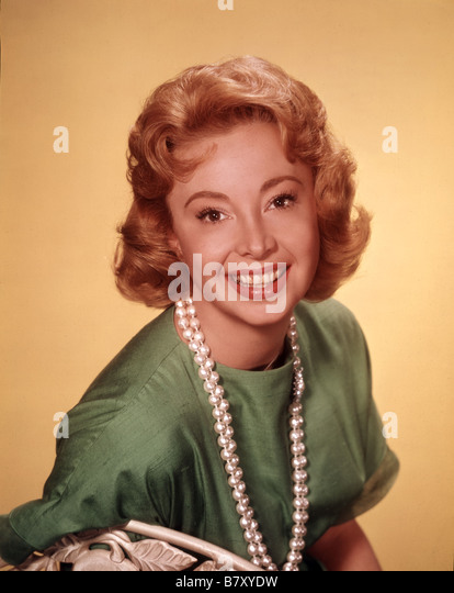 audrey meadows height
