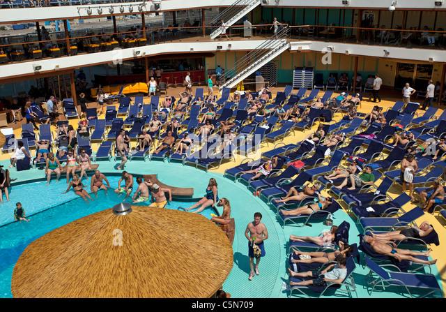 Cruise Ship Pool Splash Stock Photos Cruise Ship Pool Splash Stock Images Alamy