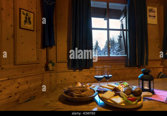 Snow cheese stock photos snow cheese stock images alamy for Alpine cuisine skewers