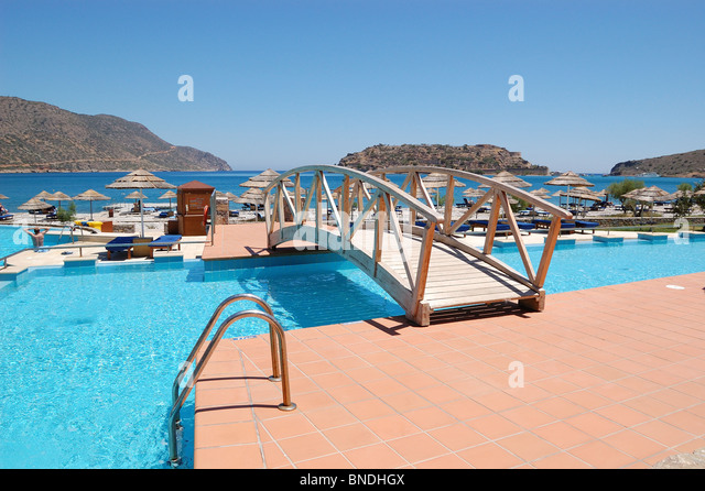 Bridge Over Pool Stock Photos Bridge Over Pool Stock Images Alamy