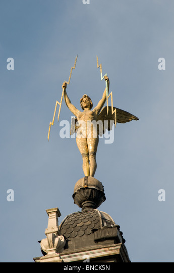 angel on the roof stock photos angel on the roof stock images alamy. Black Bedroom Furniture Sets. Home Design Ideas
