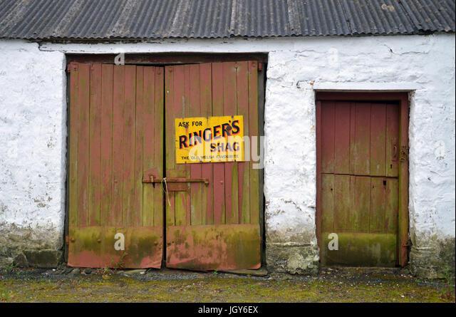 Vintage enamel advertising sign for Ringeru0027s Shag tobacco on barn door at Tufton Arms public & Door Ringers Stock Photos u0026 Door Ringers Stock Images - Alamy