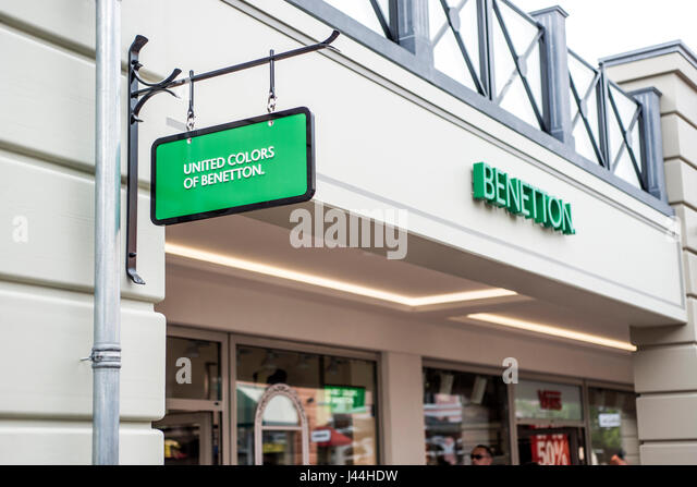 United colors benetton fashion store stock photos united for Benetton usa online shop