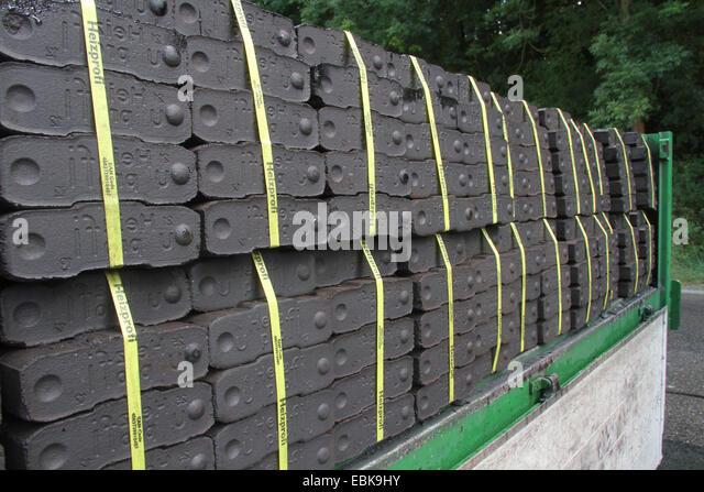 Briquette Lignite Poele Bois - Lignite Mines Stock Photos& Lignite Mines Stock Images Alamy