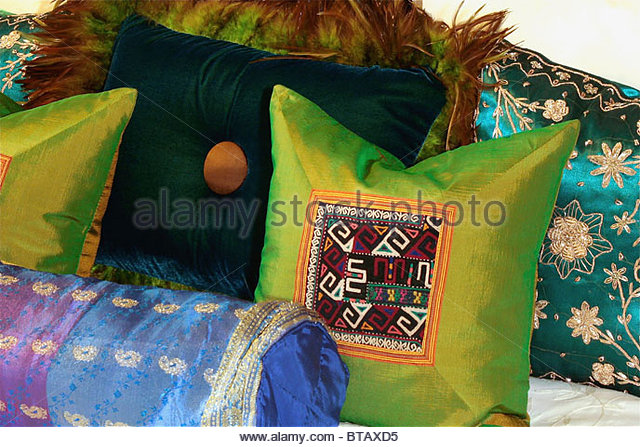 """pillow buddhist personals Home → services of west los angeles buddhist temple → funeral service (""""pillow -sutra"""") is a they sat through the night with the body on the eve of."""