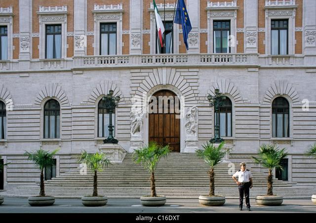 Palazzo montecitorio stock photos palazzo montecitorio for Parlamento montecitorio