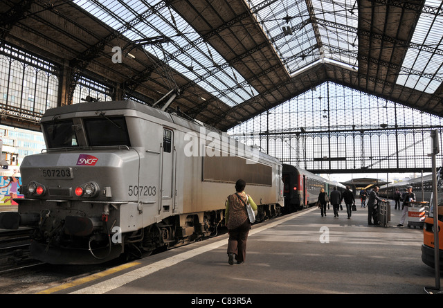 Gare d 39 austerlitz stock photos gare d 39 austerlitz stock for Train tours paris austerlitz