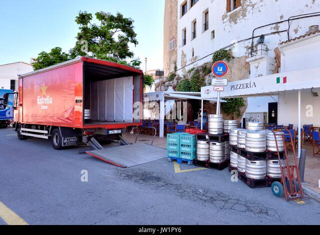 Delivering barrels stock photos delivering barrels stock - Crate and barrel espana ...