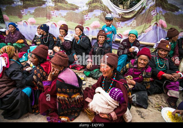 RP LIVE V2 - Qu'il est con ce Régis ! Tibetan-wedding-celebration-in-zanskar-valley-northern-india-e4jyw3
