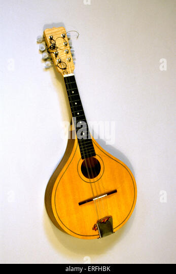 """corellis mandolin coursework Hey, could anyone please help me with this question """"the female characters in captain corelli's mandolin simply exist to demonstrate the 'chasm."""